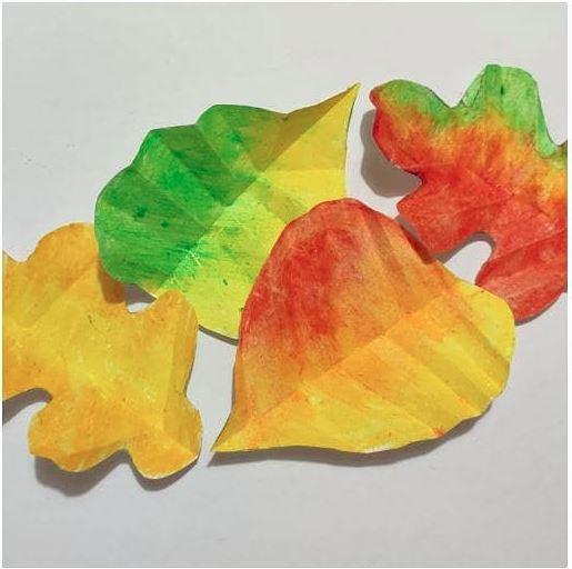 Podzimní papírové listy
